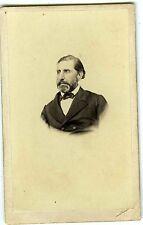 PHOTO CDV  un homme prend la pose moustaches collier de barbe vers 1860