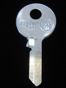 VO27 VOLVO Door / Trunk KEY BLANK 1968-1972  fits: 122 142 144 145 164 1800