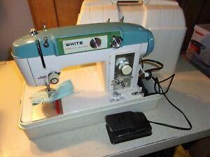 Vintage White Stretch Stitches 940 Sewing Machine in Case