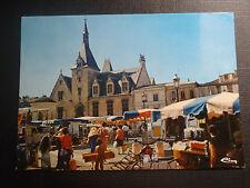 CPM Libourne place Abel surchamp un jour de marché au fond l'hôtel de ville