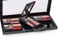 Beauty Station Interchangeable Compact Gift Set 16 Eyeshadow 4 Blush Eyeliner +