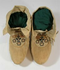 1910s PAIR NATIVE AMERICAN HURON / WENDAT INDIAN FLORAL DECORATED HIDE MOCCASINS