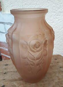 vase en verre opalescent  motif bouquet de rose