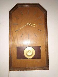 alte Wand Uhr mit  Magnetpendel für 220 Volt, um 1940-50, defekt