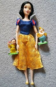 """Disney Snow white 11"""" doll complete with 2 Dwarfs mint condition"""