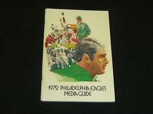 1972 PHILADELPHIA EAGLES FOOTBALL YEARBOOK MEDIA GUIDE EX-MINT
