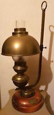 ANCIENNE LAMPE A PÉTROLE (électrifiée)  EN BRONZE ET BOIS