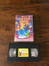 VHS  DISNEY  CLASSIQUES «LA BELLE AU BOIS DORMANT»   AVEC HOLOGRAMME