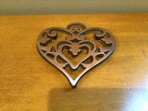 Pampered Chef Round Up From The Heart Trivet ~2007 Cast Iron Heart Shaped!