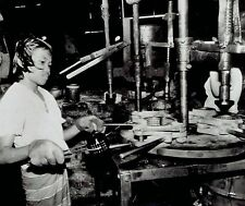 1978 AP Wire Photo girl makes glass jars in child labor Bangkok Thailand factory