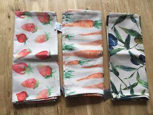 Gisela Graham strawberry carrot olive design fabric table runner 140cm