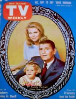 TV Guide 1967 Bewitched Elizabeth Montgomery Moorehead York International COA