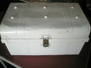 Vintage Old Painted Metal Riveted Auto Tool Box Chest 21.5x13Hx14
