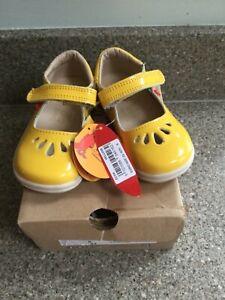 CHIPMUNKS ELSA YELLOW SCHOOL INFANT JNR T-BAR SHOES UK 6 . NEW. BOXED