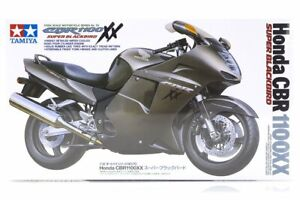 Tamiya 14070 1/12 Scale Motorcycle Honda CBR 1100XX – Super Blackbird Kit