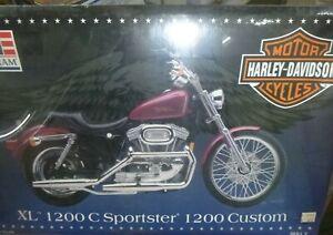Revell 85-7310 Harley Davidson XL 1200 C SPORTSTER CUSTOM MOTORCYCLE 1:8 McM FS