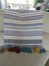 ABSTRACT THROW multicoloured with tassels . used