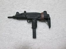 Terminator T-800 UZI Machine Gun MMS 136 1/6th Scale - Hot Toys 2010