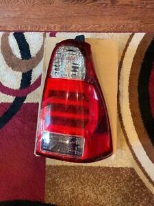2007 Toyota 4 Runner right tail light