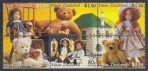 NEW ZEALAND 2000 M/S BEARS & DOLLS SETENANT BLOCK HEALTH (ID:MU1651)