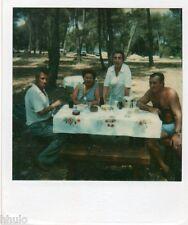 POL807 Polaroid Photo Vintage Original famille groupe pique nique table