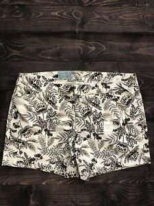 """Old Navy Flat Front 3.5"""" Floral Design Shorts Women's Size 16 NWT"""