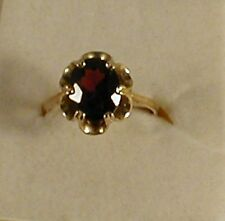 9 ct  GOLD HALL MARKED SINGLE  OVAL  GARNETS RING