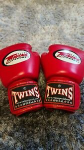 Twins Boxing Gloves 8oz  Genuine Leather RED