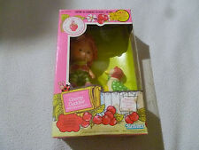 NEW VINTAGE STRAWBERRY SHORTCAKE CHERRY CUDDLER DOLL W GOOSEBERRY PET 1982 NIB
