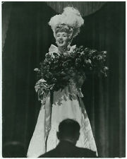 BETTY GRABLE Coney Island Orig 1943 10x13 Oversize Photo Holding Flowers DBWT