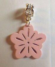 pendentif argenté fleur rose en bois