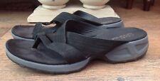 CLARKS BLACK SPRINGERS FLAT SLIP ON SANDALS SIZE 5.5