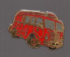 Pin's pompier (signé Fourgon pompe berliet gla 1951) - qualité zamac