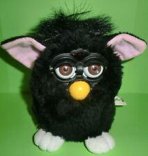 Furby | 1998 | Schwarz | Braune Augen | Rosa Ohren | Weiße Füße