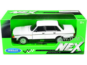 VOLVO 240 GL WHITE 1/24 DIECAST MODEL CAR BY WELLY 24102