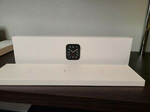 Apple Watch SE (GPS, 44mm) - Silver Aluminum Case with White Sport Band