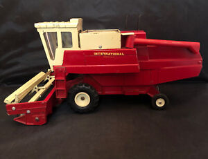 Original Vintage Ertl International Harvester IH  915 combine, 1st Edition -