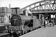 PHOTO  LNER EX-GREAT CENTRAL PARKER N5 0-6-2T NO. 69258 AS RAILWAY STATION PILOT