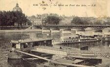PARIS La Seine au Pont des Arts