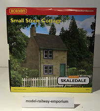 Hornby SKALEDALE - R8753 - SMALL STONE COTTAGE - RARE TAKE A LOOK - BOXED - NEW