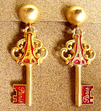 "1944 /  ""CLEFS DE PARIS"" BOUCLES D'OREILLE  CLIPS / METAL DORE EMAILLE"