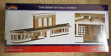 Bachmann Scenecraft OO/HO Gauge Low Relief Art Deco Station 44-220. New