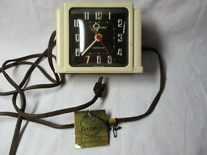 Vintage Sessions Model 4SA Alarm Clock Bakelite Cream Color - Brown dial