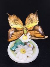 """Herend Hungary 9301 Butterfly With Daisy Flowers Figurine 4 3/4"""" Tall"""