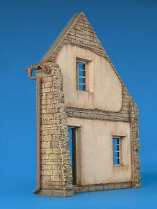 Miniart 35520 - 1/35 Ruined Village House Diorama Scale Plastic Model Kit