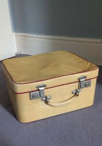 Small 1950's Vintage Cygnet Suitcase, cream with red interior.