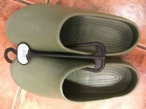 Mens lightweight gardening clogs in green to fit size 10/44..