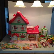 Vintage Strawberry Shortcake Berry Happy Home Garden House & Gazebo w/ EXTRAS