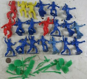 Vintage 1950's Plastic Multiple Products Corporation Indians With Small Parts