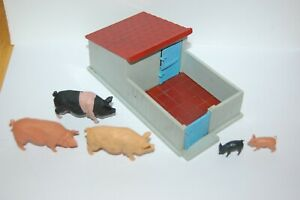 VINTAGE BRITAINS HERALD FARM PIG STY AND PIGS